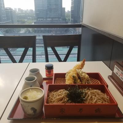 東京駅を眺めながら頂く天ざる