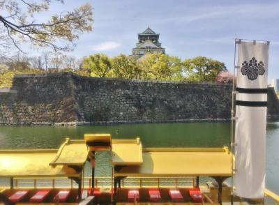 堀から迫力ある大阪城の眺め
