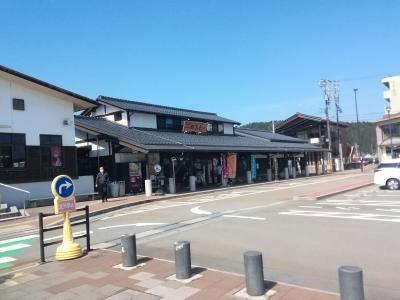穴水町物産館「四季彩々」が併設されたのと鉄道の駅