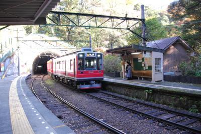 駅に銭洗弁天がある駅です。