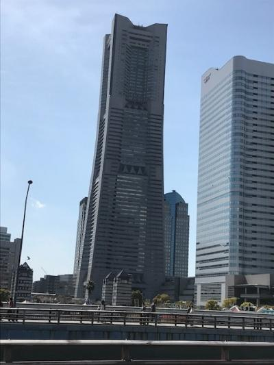ランドマーク的な高層ビル