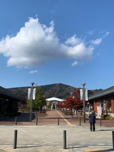 女川駅から海へ伸びる商業施設