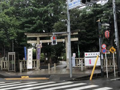 東京都内最古の富士塚と将棋堂が有名です。