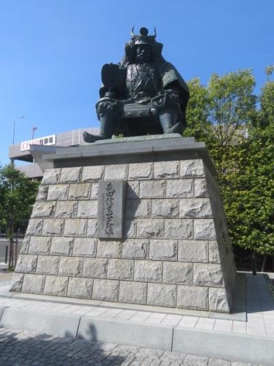 甲府駅南口駅前にある銅像