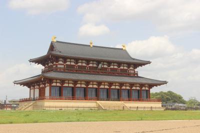 あとから作られた大極殿。外国使節の接待などに使われたそうです。復元されています。