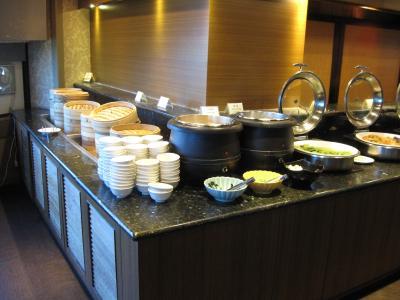 朝食はお粥のビュッフェを楽しめます。