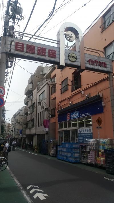 新旧のお店が並びます