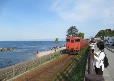 雨晴海岸を楽しむ道の駅