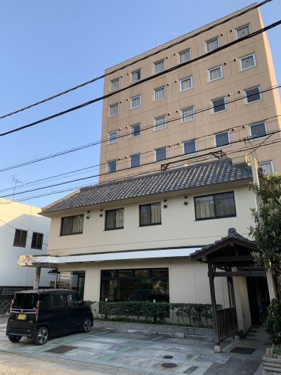鑁阿寺の真ん前、ビジネスだけでなく観光にも至便なホテル