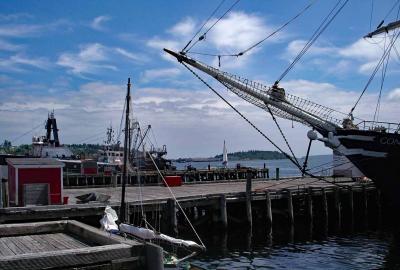 美しい港町ルーネンバーグで進水した帆船