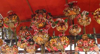 毎年12月12日に行われる熊手などを売る祭り