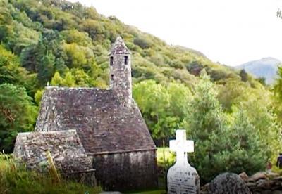 アイルランドの代表的な修道院遺跡が残されているグレンダロッホ