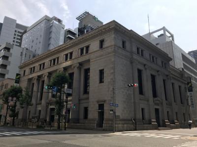 銀行建築らしい重厚で格式のある建物は一見の価値あり