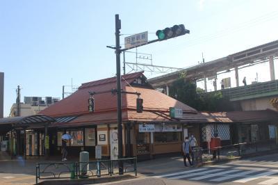 昭和の駅舎が残されています。新撰組関係の史跡への最寄り駅