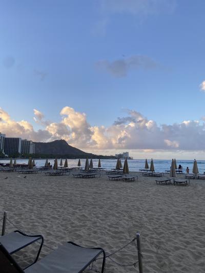 朝のビーチと、ダイアモンドヘッド