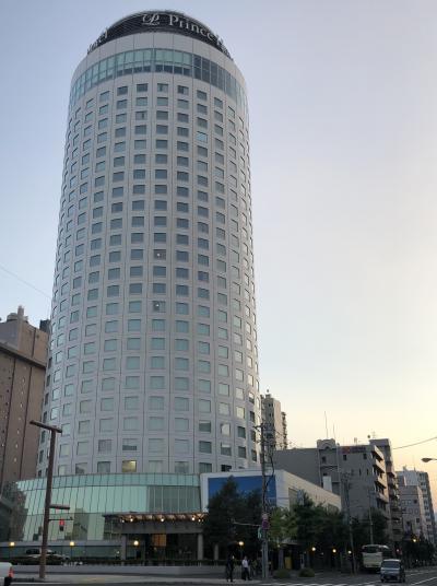 円柱のタワーホテル