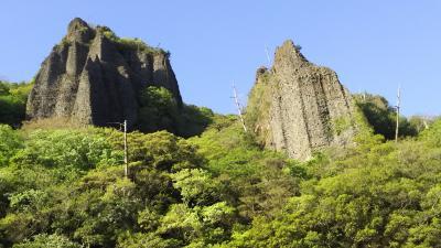 奇岩柱石は壮大で見事!岩肌に石仏の群像