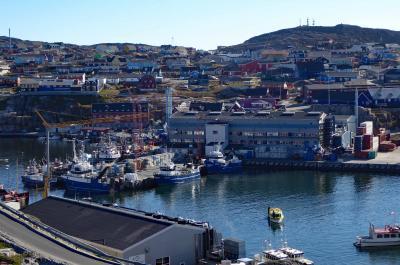 氷河観光クルーズ船が出発するイルリサット港