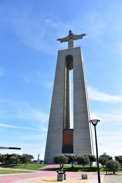 リスボンから対岸アルマダへ小旅行!テージョ川を約10分の船旅&路線バスで丘にある巨大なキリスト像へ☆彡