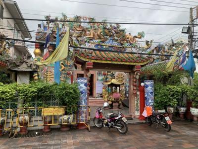 ワロロット市場近くの中国寺院