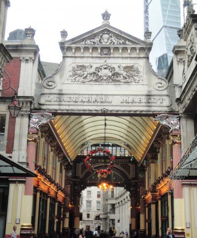 シティのエリートが集う飲食店とハリー・ポッターロケ地のある美しいクラシカルなマーケット