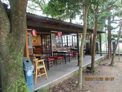 神社境内近くのお茶屋