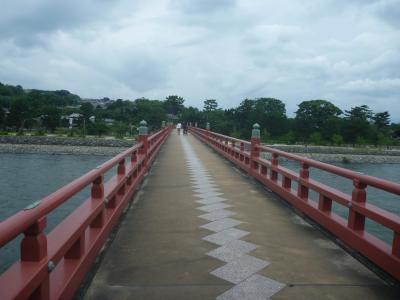~宇治川に架かる、朱色の美しい人道橋~