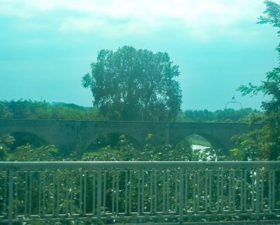 旧市街と新市街を最初に繋いだ中世建造の古い橋