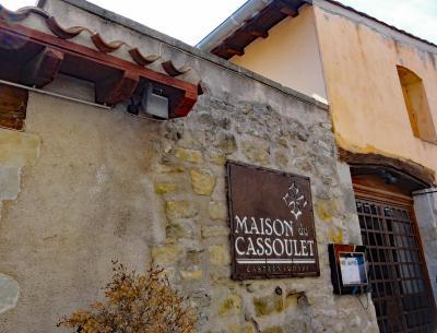 城塞内にある名物の郷土料理専門店、メゾン デュ カスレ