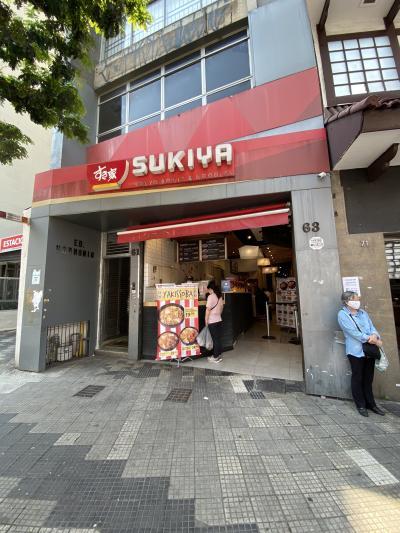 2010年に日本の真裏に進出した「すき家の牛丼」、ここ東洋人街には最近やっと出て来ました(リベルダージ広場の前/東洋人街/サンパウロ)