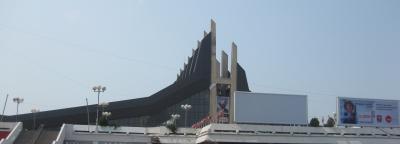 プリシュティナの中心部にある体育館