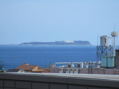 伊豆半島東方沖の相模灘、熱海市本土から南東に約10kmの所に浮かぶ、静岡県の最東端の島です。