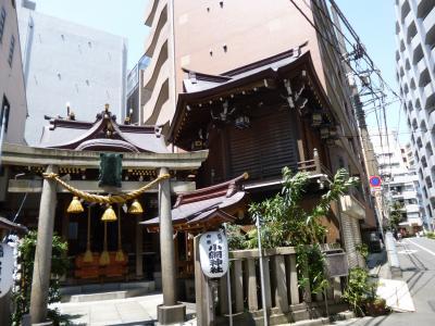 角地に立つ歴史ある神社