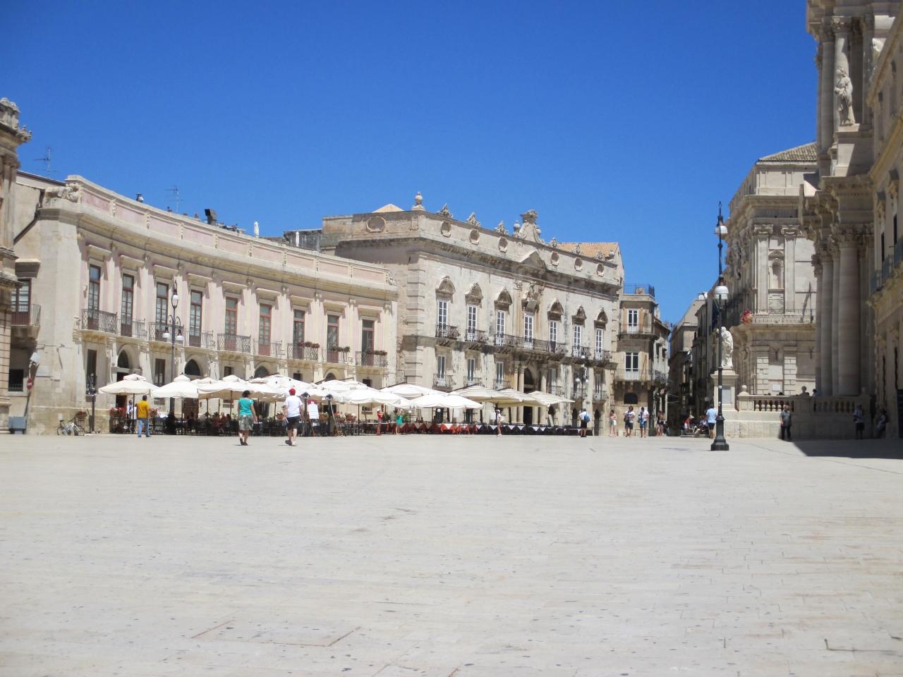 ドゥオーモ広場                Piazza Duomo