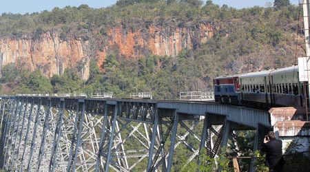 絶景ゴッティ鉄橋を経てティーポー(シーポー)までの区間をミャンマー国鉄で移動