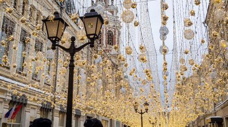 '19 滞在14時間のモスクワ02 : もうすぐクリスマスのロシア。キラキラな街を歩く