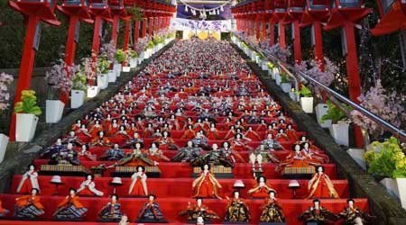 かつうらビッグひな祭り&おんじゅくまちかど つるし雛めぐり〜圧巻は6000体のひな人形を飾ったキュステの展示。月の沙漠記念像もなかなかです〜