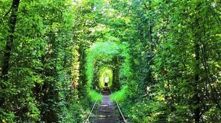 ウクライナの愛のトンネルをキエフから日帰りで