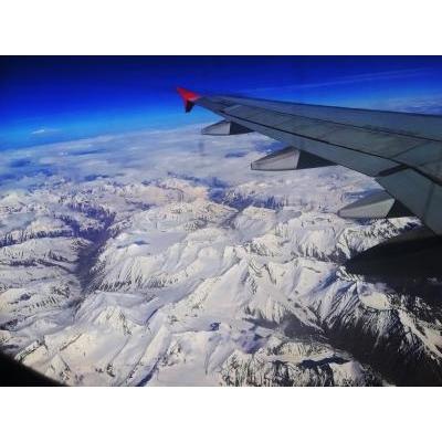 インド国内線から、ヒマラヤの前衛の山脈を眺める