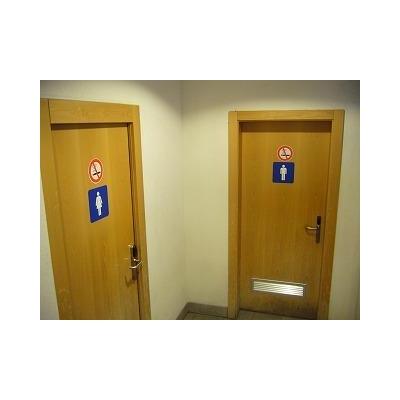 駅舎内にトイレがあります。