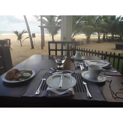 ビーチサイドのホテルで朝食