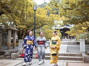 秋の修善寺温泉街を着物で散策 写真