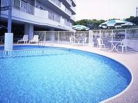 夏の屋外プール