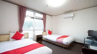 OYOホテル 鶴 川内