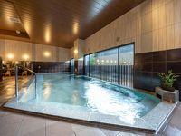 風情豊かな佇まいに天然温泉の大浴場を備えた和のホテル