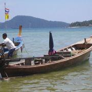 ラワイビーチのロングテールボート