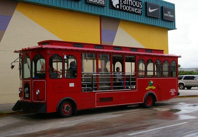 赤いトロリーバス