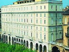 トゥリン パレス ホテル 写真