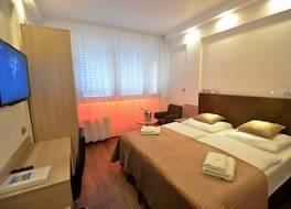 ホテル オウラ プラハ デザイン アンド ガーデン プール 写真