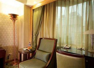 ロイヤル パレス ホテル 写真